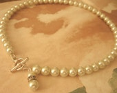 Pearl necklace with toggle and dangle