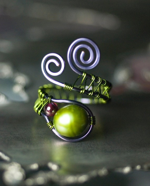 Adjustable Copper Wirework Ring - Green Freshwater Pearl and Garnet