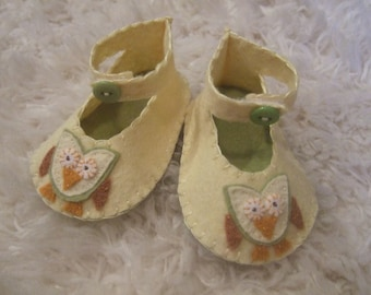 Pale Yellow Booties with Appliqued Owls - Felt Baby Shoes - Can Be Personalized