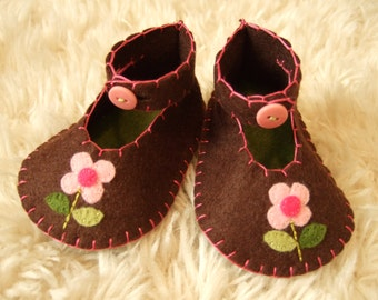 Chocolate Brown Baby Booties with Flowers - Felt Baby Shoes - Can Be Personalized