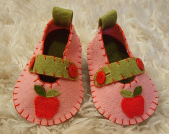 Pink Mary Janes with  Appliqued Apples - Felt Baby Shoes - Can Be Personalized