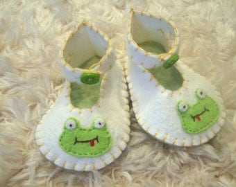 White Felt Baby Booties with Happy Frog Appliques - Felt Baby Shoes - Can Be Personalized