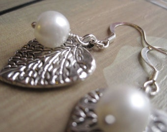 Leaf Earrings, White Pearl Earrings, Pearl Beads Leaf Charm Earrings, June Birthstone, Pewter Charm Earrings, Woodland Earring, Gift For Her