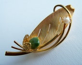 Retro  Jade and Pearl Gold Sculptural Brooch