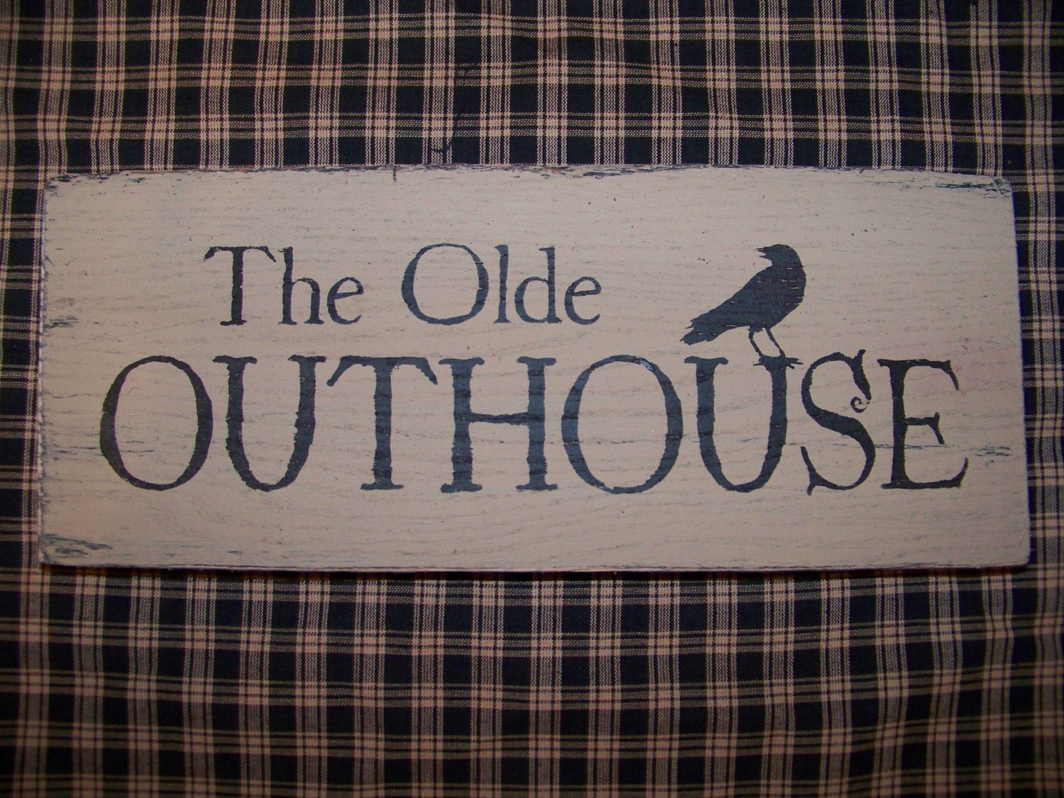 Primitive the olde outhouse wood sign crow bathroom decor for Wood bathroom wall decor