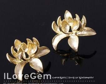 P969 Matt Gold plated, chrysanthemum flower earring, 925 sterling silver post, 2pcs