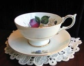 Vintage Wide-Mouthed Footed Teacup Roses Made in England TEA CUP - Item 1811