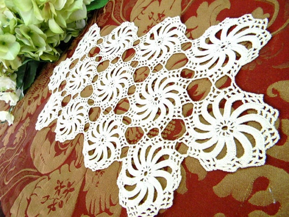 Vintage Knotted Doily in Off White 7260