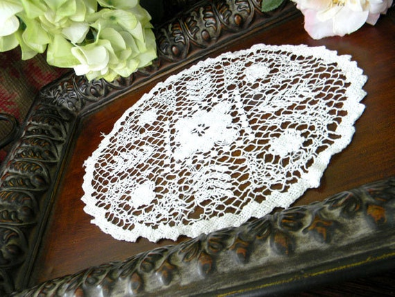 Vintage Doily Filet Lace in White 7274