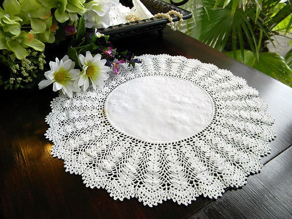 Vintage Doily in Off White - Linen Centered and Exquisite Crochet Edge 6176