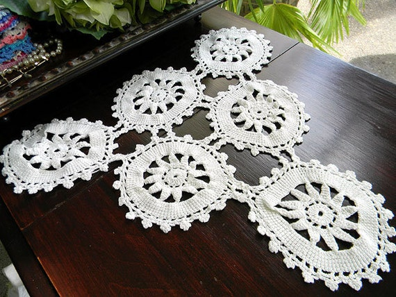 Vintage Crochet Large Doily or Centerpiece Triangular WagWheel Patterned in Off White 5661
