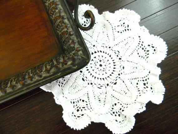 Vintage Crochet Doily - Chunky Patterned in White 7406 Black Friday / Cyber Monday