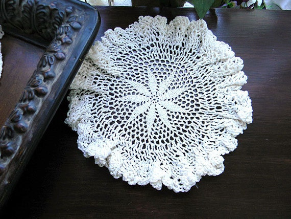 Ruffled Edge Doily In White Crochet Star Center 7508