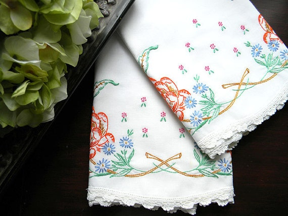 Vintage Embroidered Pillowcases - Crochet Lace Edges - Pair Pillow Cases - Damaged 7556 Black Friday / Cyber Monday
