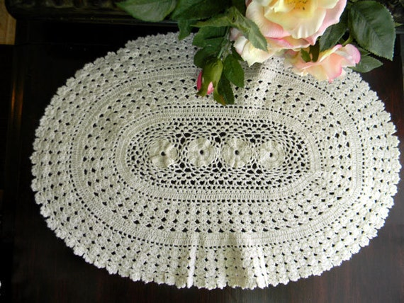 Vintage Doily - Off White Oval Crocheted Scalloped Edging 7669