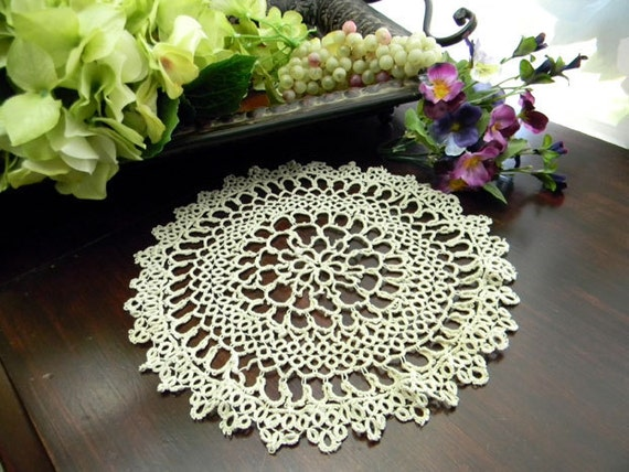 Tatted Vintage Doily - Ornately Tatted in Light Ecru 7794