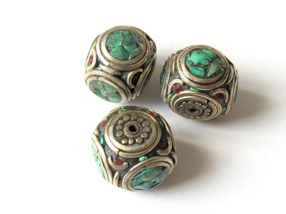 Brass Beads from Nepal - 2 Beads - BD086