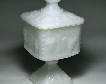 Vintage Milk Glass Covered Candy Dish ANCHOR HOCKING Grapevine Pattern