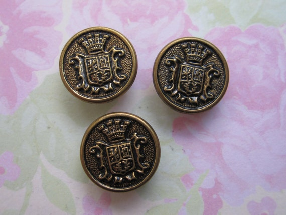 Vintage gold tone coat of arms design metal shank buttons. Wholesale lot set of 3.