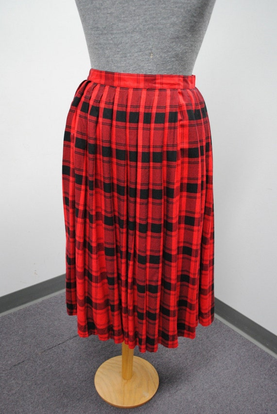 Find the latest and trendy styles of plaid skirt - black and white, mini, long, red, a line plaid skirt at ZAFUL. We are pleased you with the latest fashion trends plaid skirt. Fast shipping and 7*24* customer service online.
