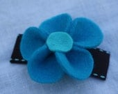 PEYTON large blue 3D felt flower hair clip