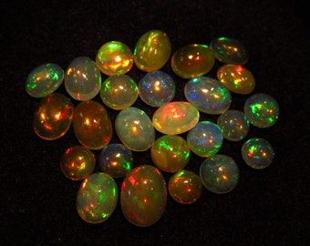 Ethiopian Opal - really - tope grade high quality CABOCHON -each pcs beautifull flashy fire size 4 - 6 mm - 25 pcs