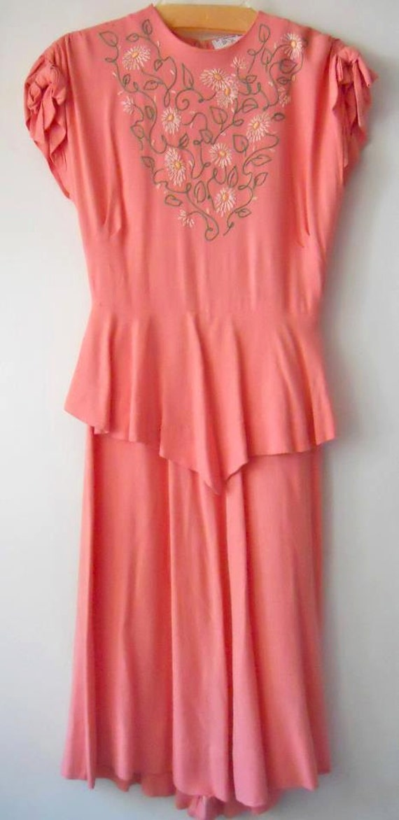 S sweet salmon rayon dress with embroidered daisies and
