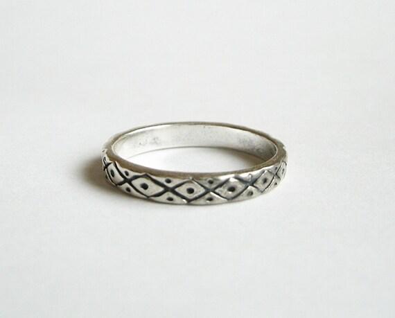 Vintage sterling tribal ring band 6