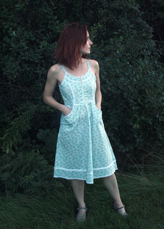 70s Floral Prairie Sun Summer Vintage Gunne Sax Dress XS Pale Blue Print