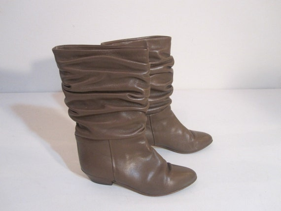 Vintage Light Brown Leather Mid Calf Boots with Slouch Detail.  Size 6.5