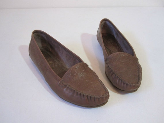SIZE 7.5 Leather Flats, Cherokee Brown Moccasins, Tooled Leather