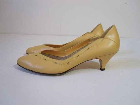 Leather Heels Size 10, Lemon Yellow Leather Pumps with Cut Out Detail, Vintage East Fifth
