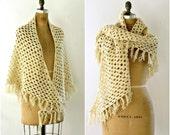 vintage 1970s shawl knit cream openwork triangle fringe knotted design bohemian