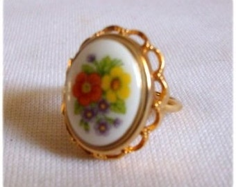 Vintage Avon Locket - Poison Ring FRENCH FLOWERS Floral Gold Tone 1975