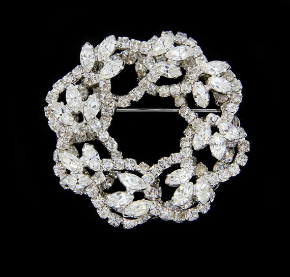 Stunning 1950s Layered Rhinestone Pin. Dimensional Wreath Brooch with Leaves.