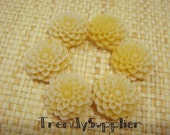 10 pcs 15mm Mum Cabochon Custard Yellow x White(008-15/W)