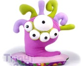 Bludgy Monster Ojiloqui . a amazing purple eyes plush. bug alien monster
