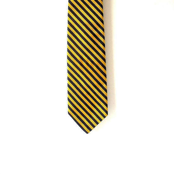 Brooks Brothers preppy yellow silk tie - classic prep - made in England - Nantucket chic - boarding school chic