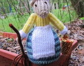 Cinderella Mouse - knitted toy