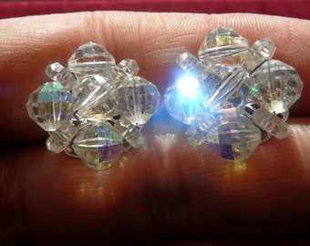 VINTAGE 1950s SET LAGUNA AURORA BOREALIS CRYSTAL EARRINGS WITH CARNIVAL LUSTER