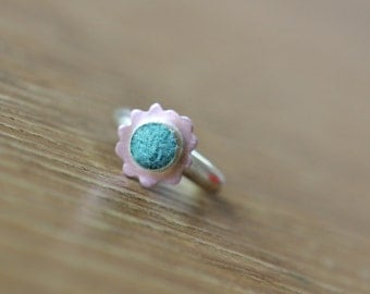 Blue Wool Bezeled Flower Ring