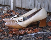 SALE 20 Percent Off - Bookish Vintage 1950s Andiamo caramel button library pumps 8  9 Narrow AA