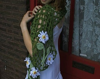 Summer Fashion Crocheted Trellis Scarf with Daisies