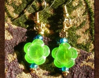 Vintage Czech Glass Flower Bead Earrings - Green Earrings - Flower Earrings - Dainty Earrings - Flower Bead Earrings - R65