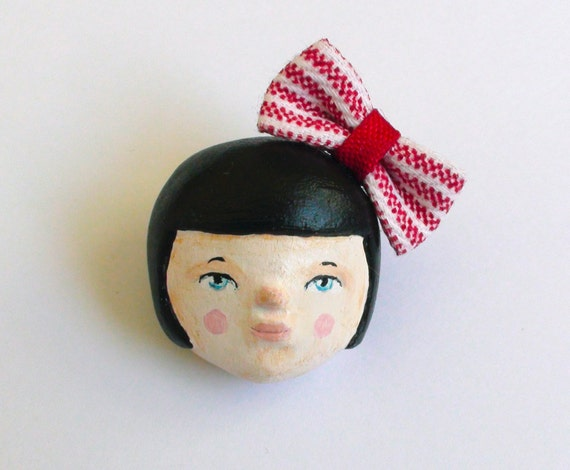"20% OFF using the coupon code ""NENA90"" - Girl brooch"