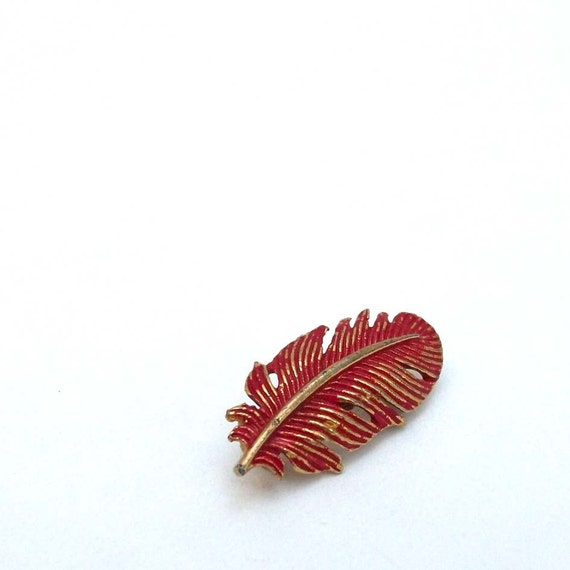Tiny Red Feather - Vintage Pin/Brooch
