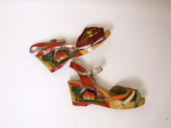 1940s wwII SOUVENIR PLATFORMS carved Philippines pictorial wedges SHOES 8 vintage
