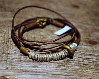 HARMONY DISCS : Brown Leather Wrap Bracelet