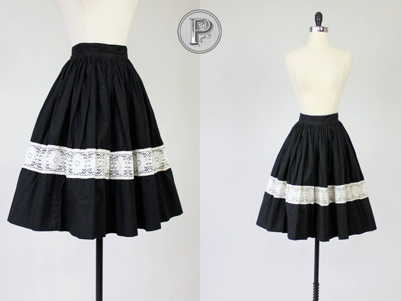 50s circle skirt xs / 1950s black and white lace full skirt : Jeanine