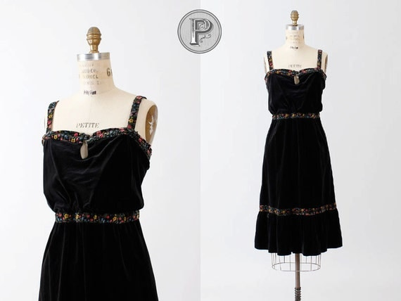 BLACK FRIDAY SALE 25% off // 60s 70s dress medium large - 1960s 1970s black velvet floral : Day Trip
